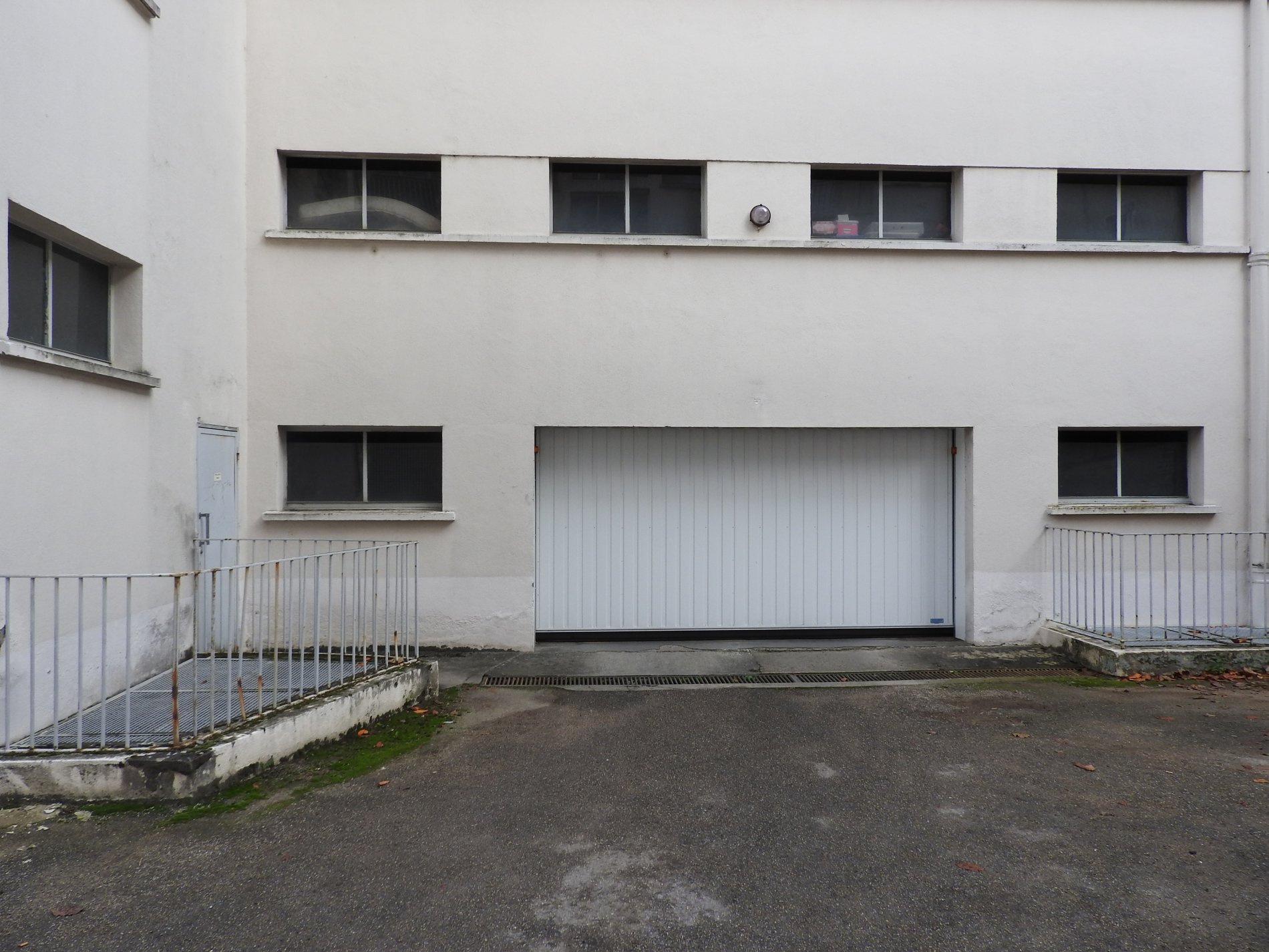 Location garage parking limoges 87000 sur le partenaire for Garage faurie limoges